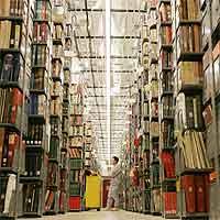 Hacer los libros, cuesta. Almacenarlos, cuesta. Distribuirlos, cuesta